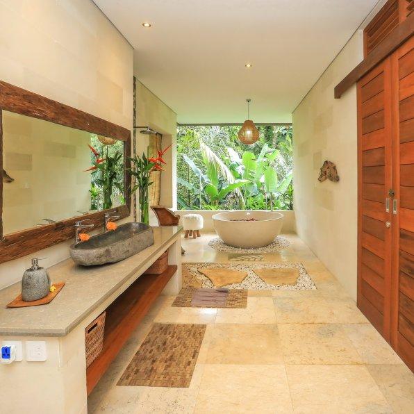 Agung master bathroom villa shanti